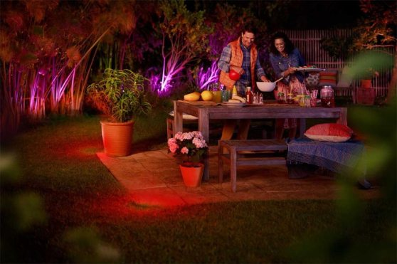 philips-lighting_philips-hue-jardin