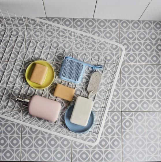 energy-sistem_outdoor-box-shower.jpg